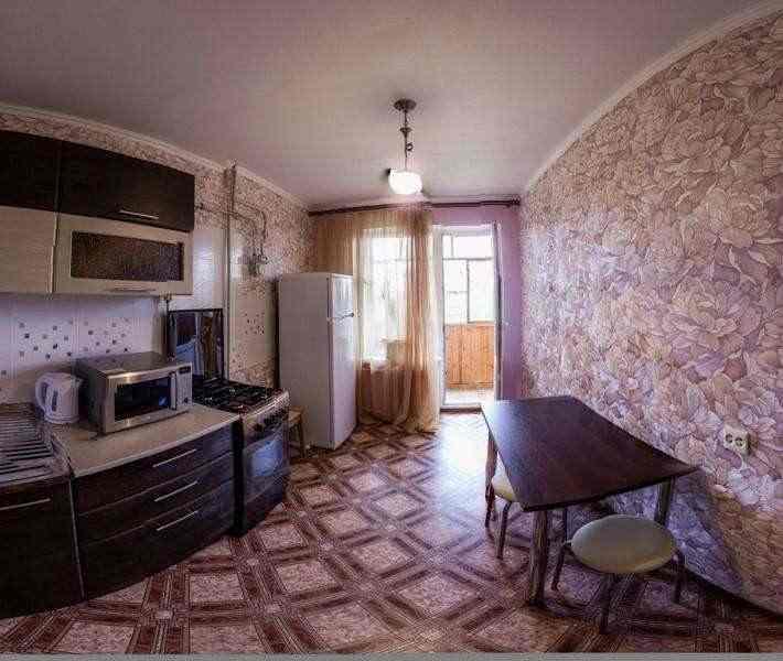 Сдается 2ух-комнатный евролюкс в центре города от 1 до 4 спальных мест. Фото 1