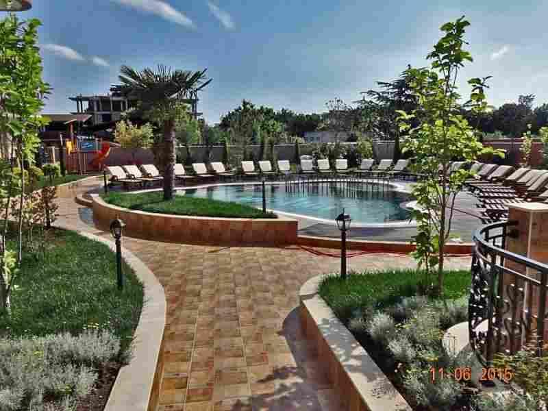 Комплекс расположен в центральной части курортного поселка Равда.. Фото