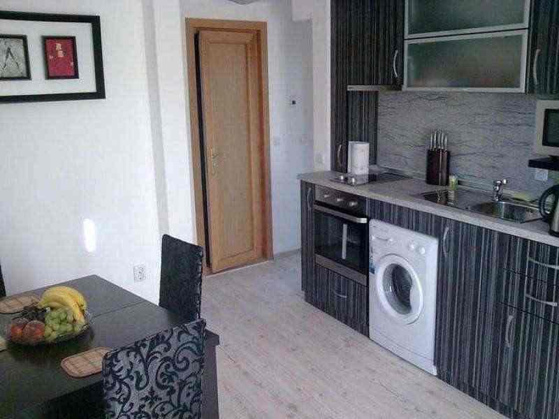 Малогабаритная трехкомнатная квартира в Варне.. Фото