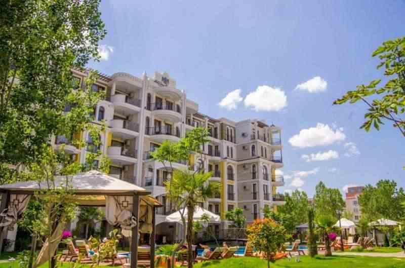 Новый шестиэтажный комплекс расположен на Солнечном берегу.. Фото