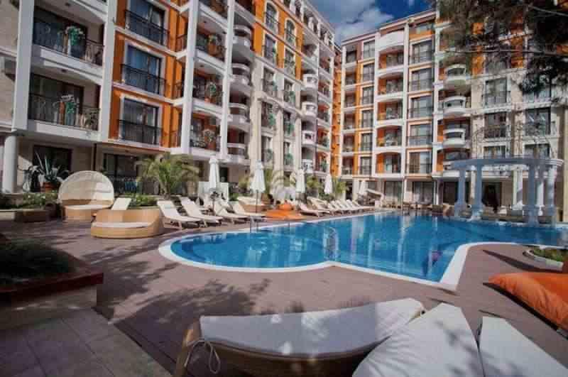 Жилой комплекс, находящийся на Солнечном берегу, в 400 м. от пляжа.. Фото