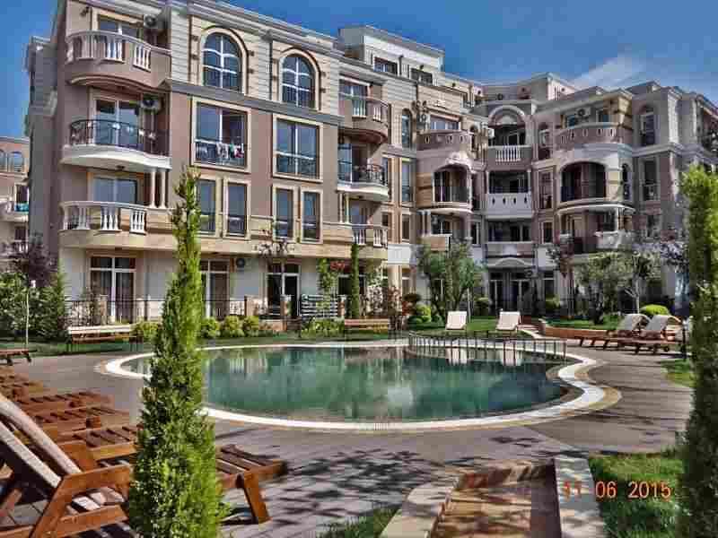 Жилой комплекс расположен в центральной части курортного городка Равда, в 100 м. от песчаного пляжа.. Фото