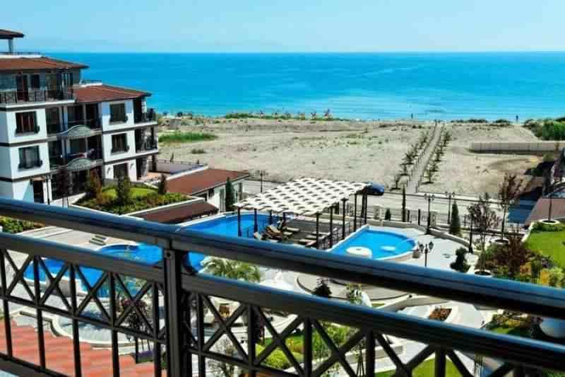 Классные квартиры на первой линии от моря, в курортном городе Поморие.