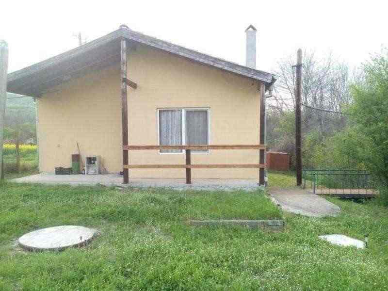Одноэтажный дом на продажу в селе Росен.. Фото