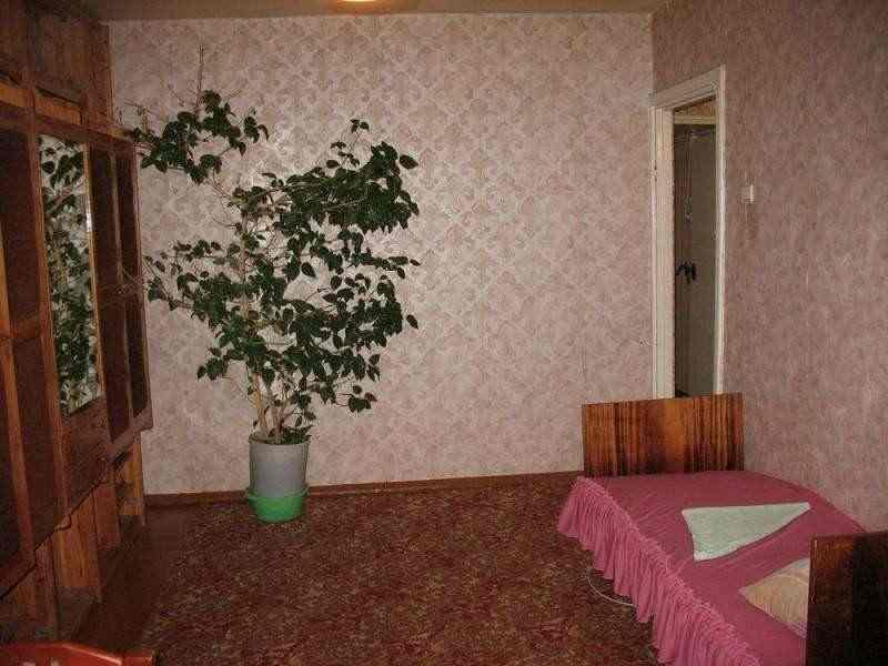 Меблированная трехкомнатная квартира на сутки и более в Светлогорске. Фото
