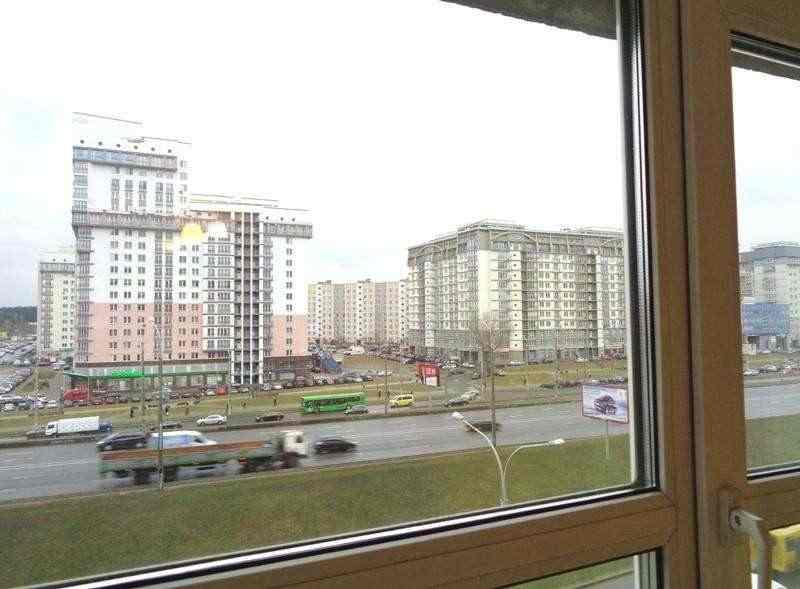 Продается 3-комнатная квартира по пр. Независимости, д. 185 в г. Минске. Фото