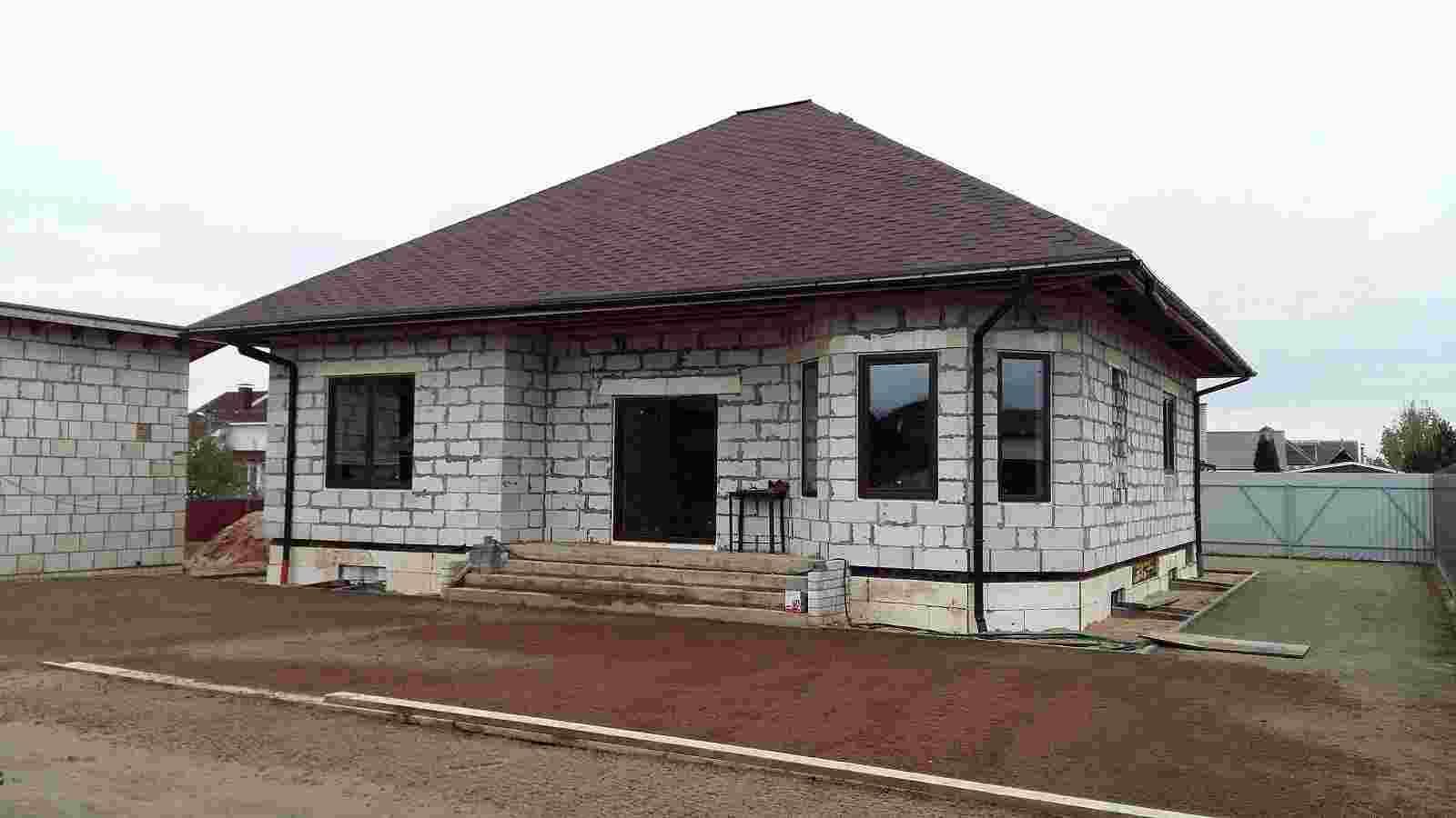 Недостроенный коттедж,10 соток земли, гараж, баня,летняя кухня