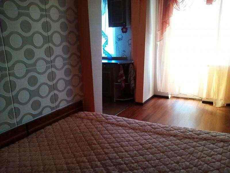 Предлагаем в посуточную аренду уютную 1- комнатную квартиру с современным ремонтом. Р-н Шмидта пересечение Островского.Имеется в. Фото 3
