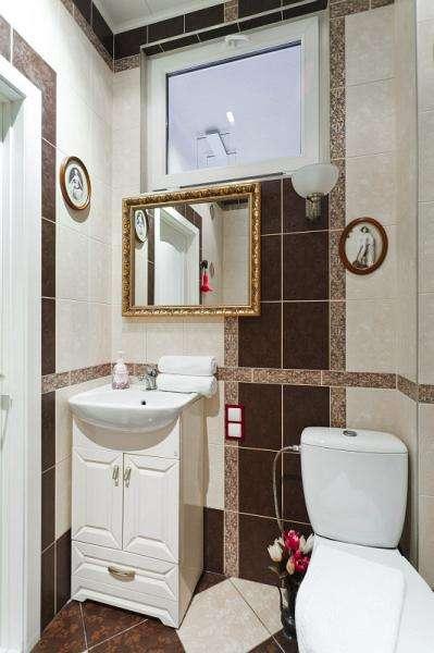 100% ЛЮКС в реальном центре.Самые мягкие подушки,самая большая угловая ванна на две персоны,самая честная цена, wi-fi. Фото