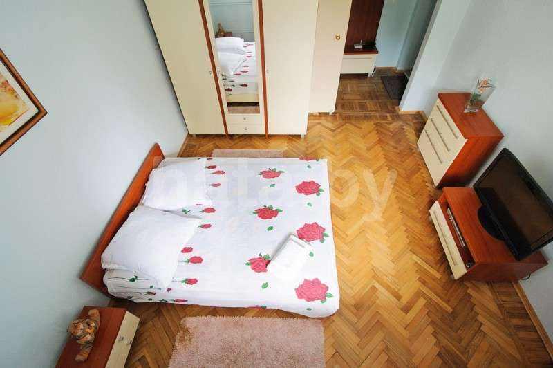 Апартаменты однокомнатные (площадь и метро Октябрьская ). Фото