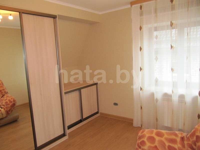 Сдается комфортный двухэтажный коттедж в центре Минска с отдельным гаражом и баней на дровах.. Фото