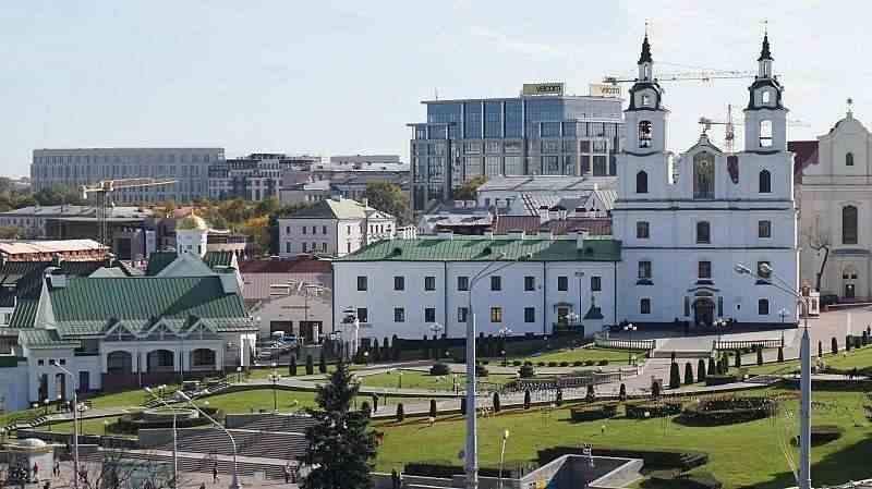 Просторная 3к.кв.( 9 мест) с видом на исторический Центр Минска.Метро Немига 1 минута.парковка во дворе.. Фото