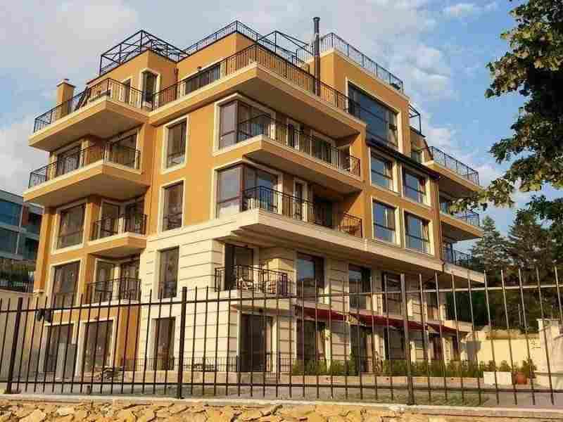 Новое элитное здание в престижном прибрежном районе Варны.. Фото