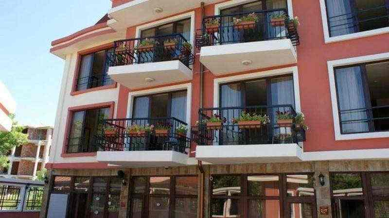Новый жилой комплекс, в поселке Равда.. Фото