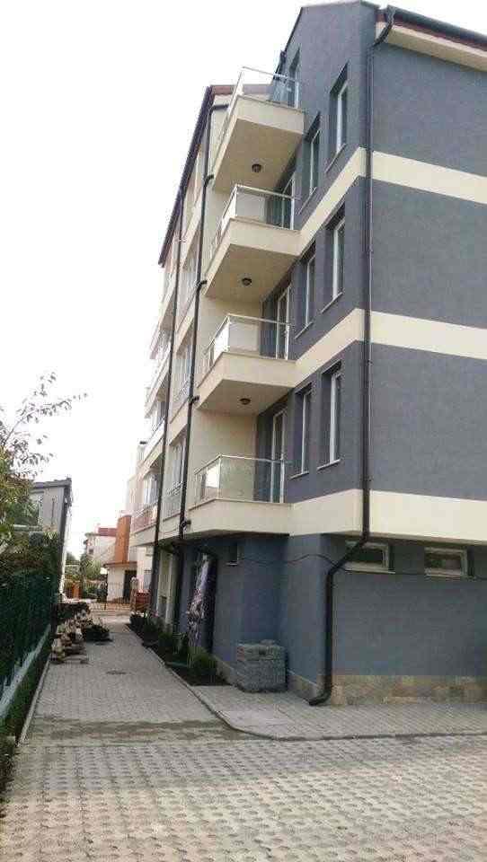 Новый жилой дом расположен в самом быстро развивающим районе города Бургас – Сарафово.. Фото