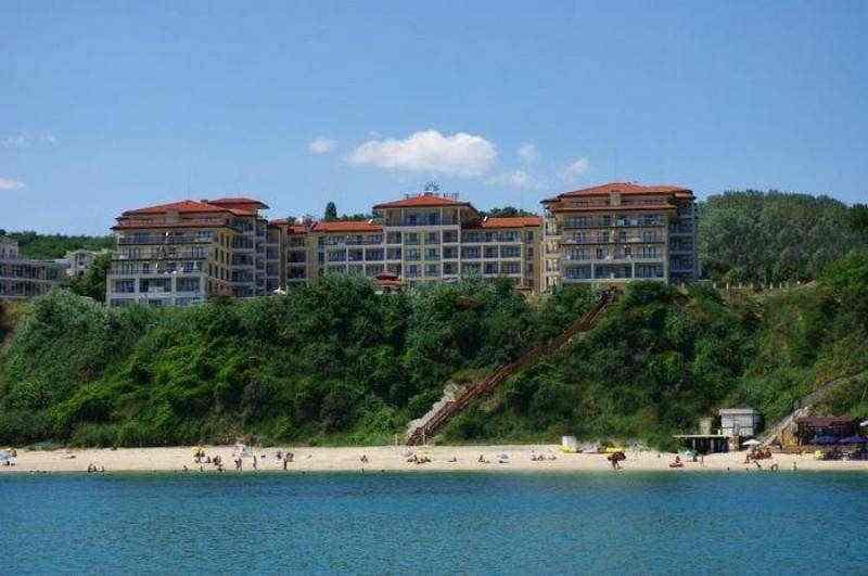 Четырехзвездочный апарт отель, расположен на самом берегу моря.. Фото