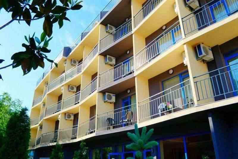 Строящийся жилой комплекс расположен в спокойной район в близости к центру курорта.