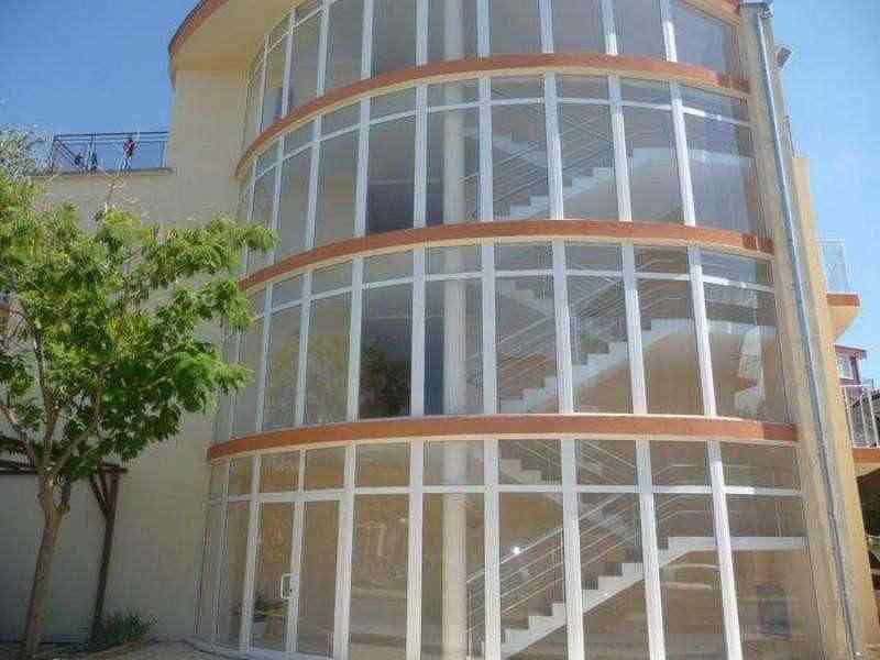 Квартиры всего в 250 метрах от пляжа.