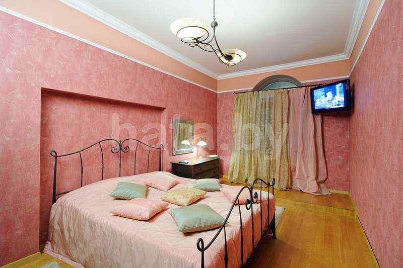 2-комнатная квартира (( в доме Кафе Bistro de )метро Немига, Макдональс)