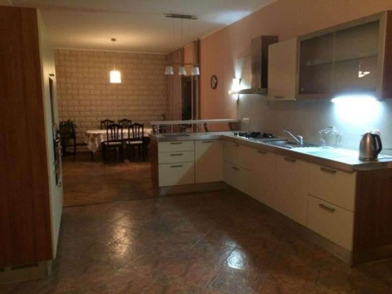 Сдается в аренду 2 этаж - 200 м2, в трех этажном доме,с отдельным входом, 5 км от г.Минска, д.Боровляны. Цена