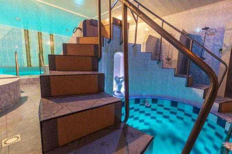 """Коттедж """"Терем-люкс"""". Мы в центре Минска. Огромный банный комплекс с 2-мя бассейнами.. Фото"""