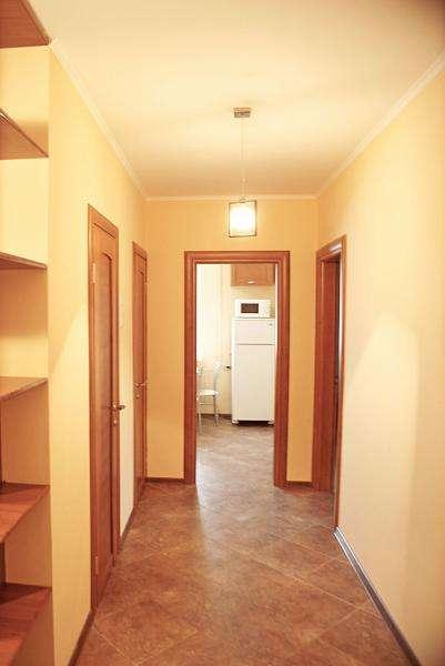 2-комнатная квартира на сутки, часы в центре Минска, Старовиленская, 95, 3 минуты от. Фото