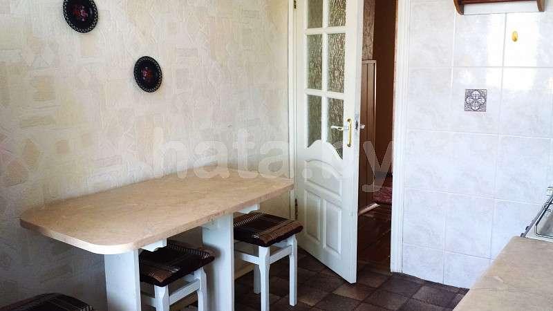 На сутки, часы одно/двухкомнатная квартира в Молодечно. Быстрое заселение, отчетные документы. Фото