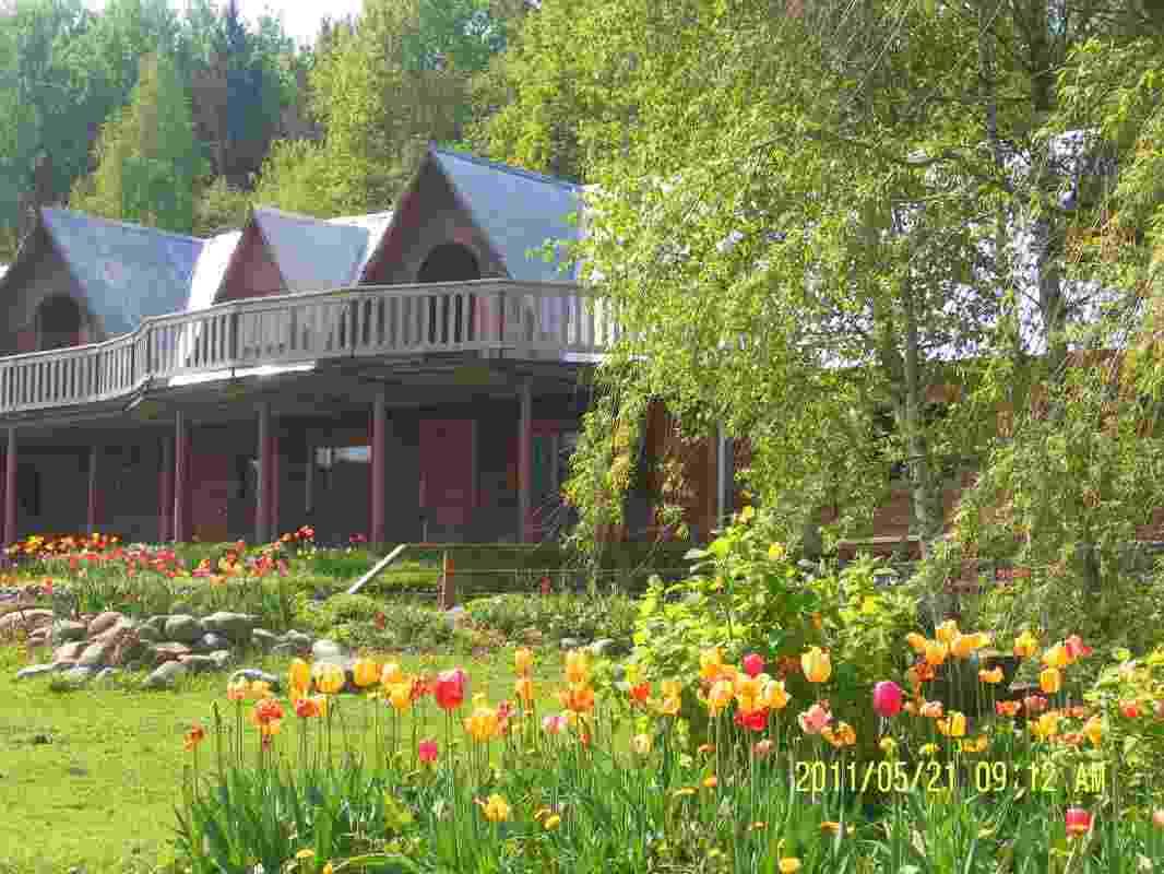 Усадьба Лолуа, расположенная между горнолыжными курортами Логойском и Силичами